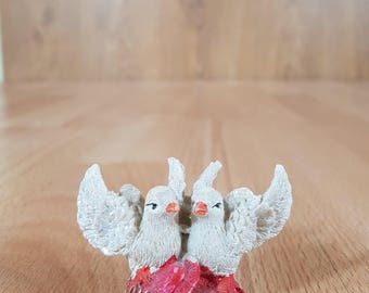 Collectible figurine - Dove - Souvenir - Souvenir pigeons - A symbol of love - Ceramic birds.