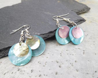 Layered disc earrings, made of shiny shell in contrasting turquoise blue/ pink, and turquoise blue/ peach.