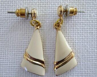 Vintage cream and gold triangle shaped earrings, 80s pierced dangle earrings