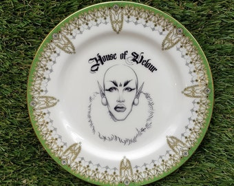 House of Velour - Sasha Velour Plate Dish Design by Matt Syms - RPDR RuPaul's Drag Race Season 9 Drag Queen green border vintage kitsch