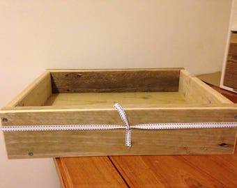 Beautiful handmade wooden tray, a perfect addition to any house hold! Available in any pastel colour!