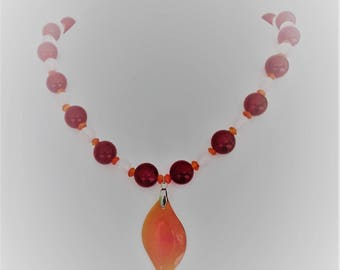 Leaf necklace in stainless steel and carnelian stones, quartz and agate