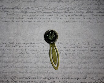Bookmark round resin and dried carrot wild flower