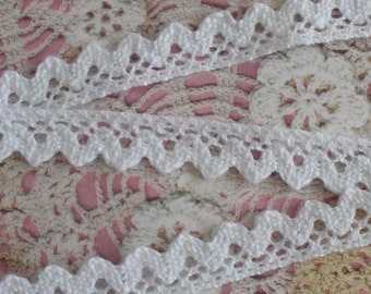 White lace 1.45 m coupon serrated cotton 1.80 cm in width.