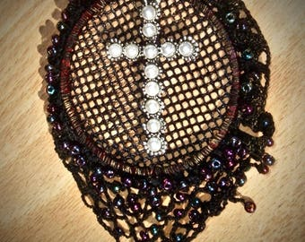 Miralla - pendant mesh cross beads lace black iridescent beads