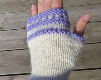 "Knitting kit to make mittens ""niche"""