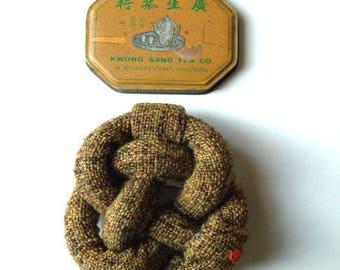 the mustard-coloured tweed fabric PIN NODE