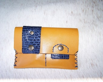Tobacco yellow and blue leather croco, cases in yellow and blue crocodile, original leather for men or women.
