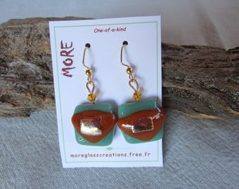 Celadon green glass earrings with leaf inclusion carambar caramel and gold