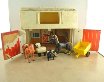 Vintage Fisher Price Family Play Farm 915