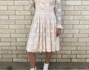 Vintage 60's Ivory Lace Knee Length Dress with Chelsea Collar Size X-Small