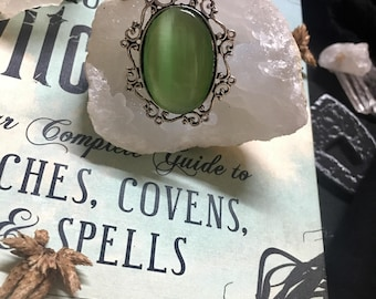 Iridescent Vintage Green Goth Queen Ornamental Ring