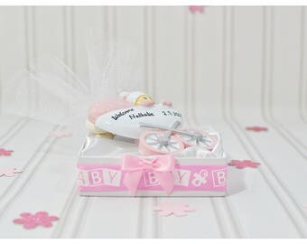 Baby girl carriage, resin, personalized, ornaments, unique, carriage baby shower ideas, baby girl, bomboniere, baby shower favors, welcome