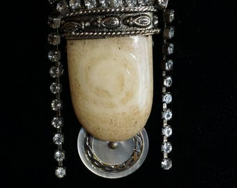 Brooch Crowned Cream Stone Cabochon