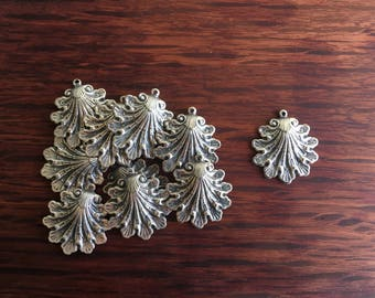 10 Vintage Pewter Art Deco Shell Charms