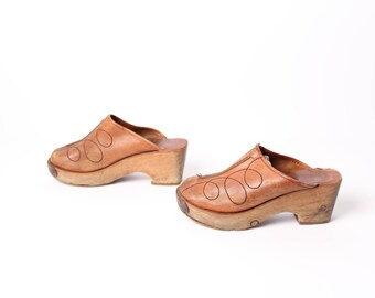 size 6 PLATFORM tan leather 70s 80s WOOD sole slip on mule CLOGS