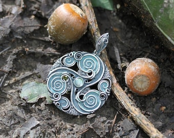 Labradorite forest triskele - Celtic inspired silver pendant with labradorite and oak leaves, limited collection, labradorite pendant, green