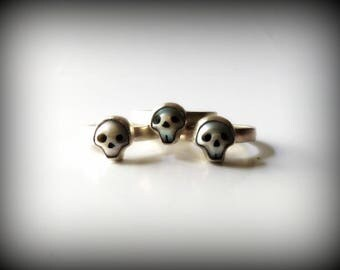 skull ring, pearl ring, sterling silver ring, June birthstone ring, dainty ring, pearl skull jewelry, Gothic wedding ring, Halloween ring