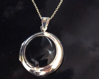 "Sterling Silver Round locket with onyx on 18"" chain"