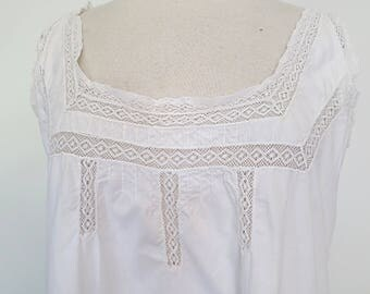 ANGEL // sweet vintage cotton night gown with lace inserts