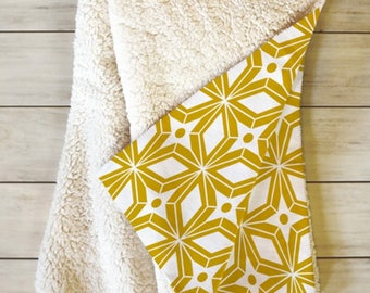 Geometric Fleece Sherpa Throw Blanket // Modern Home Decor // Midcentury Modern // Dorm Decor // Starburst Gold Design // Yellow // Cozy