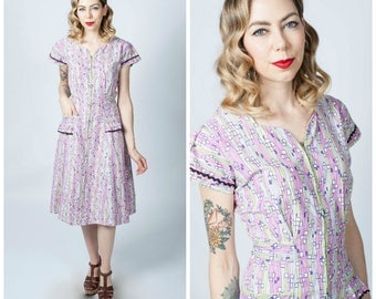 Vintage 1940's Printed Purple and Chartreuse Zipper Front Hostess Dress/ 40's Printed Cotton Zip Front Dress with Pockets Size Medium