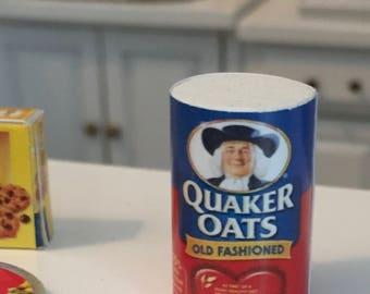 Miniature Quaker Oats Oatmeal Box, Dollhouse Miniature, Dollhouse Accessory, Mini Food, 1:12 Scale, Kitchen Decor, Dollhouse Accessory