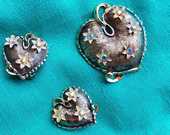 1950s unsigned earrings and brooch set / clip earrings / rhinestones / textured metal / heart / leaf