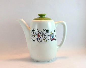 Mid-century ceramic coffee pot in white and green by Royal Sphinx, Maastricht, Holland, decor Bon Appétit. Handpainted ovenware.