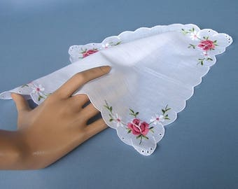 Pink Roses / vintage hanky  / scalloped edges / eyelets / handkerchief