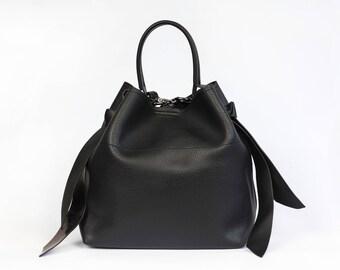 Black and Grey Faux Leather Bag|Large Everyday Bag|Vegan Leather Shoulder Bag|Elegant Chic Bag|Minimalistic|Metallic Details|Bucket Bag