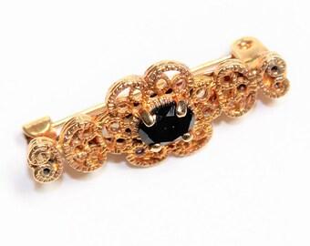 Small Gold Coloured Sparkly Rhinestone Diamante Vintage Bar Brooch (c1980s)