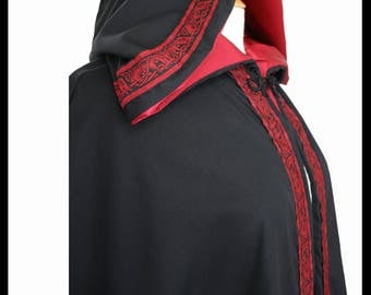 "High Quality Unisex Black Poly Cotton Cloak with Maroon Satin lining and 1"" Biting Beasts Medieval Trim. Ideal LARP Medieval Costume NEW"