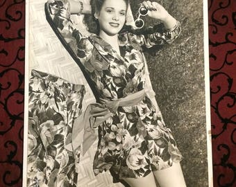 Large 1940s Vintage Fashion Photography, Photo, Model Pin Up Girl, Shorts Outfit, Tropical, Black & White, Robert Young Pretty Lady