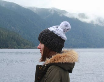 Chunky Knit Pom-Pom Hat Wool Two-Tone | THE BERLIN in Charcoal + Avalanche