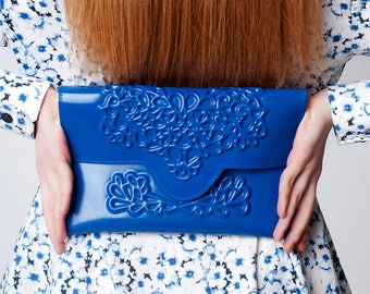 Standout clutch bag / blue clutch purse / slim clutch bag / classic envelope shape / floral brand in vinyl / standout accessory / 100% vegan