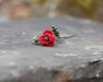 Crochet red poppy miniature crocheted fake fiber flower ONE Remembrance Day tiny pin collectable home decor for miniature bouquet artificial