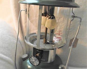 COLEMAN LANTERN 1978 220J,Vintage Camping Lantern,Naptha Gas Lantern,Antique Lantern for Camping,Non Electric Lantern,White Gas Lantern