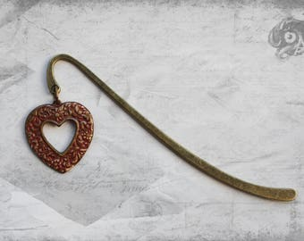 Red and brass loveheart charm bookmark with hand-painted metal heart // Gothic Valentine Reading lover Literary Book gift // Goth lady love