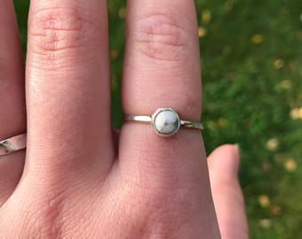 Round Howlite sterling silver ring