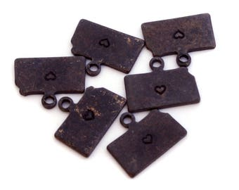 2x Antique Brass / Brown Patina Kansas State Charms w/ Hearts - M073/H/AB-KS