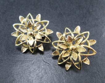 Vintage Sarah Coventry Gold Tn Flower Clip On Earrings 70s Signed Sarah Cov
