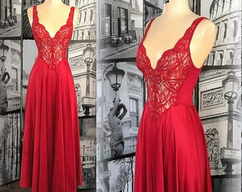 80s Romantic OLGA Negligee - Crimson Red Nightgown - Fitted Lace Bodice - Full Length Sweep Skirt - Size XS / Small - #92270