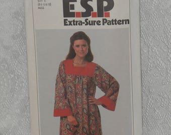 Simplicity 8752 Pattern Misses' Caftan Dress Loose Mumu Nightgown Boho Lounge Size 8 10  Vintage 1970's