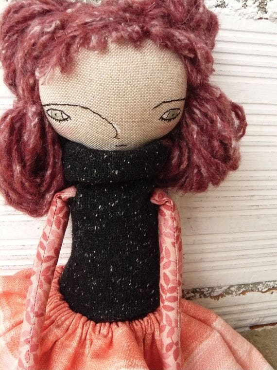 Art doll in cotton and linen, wool hair. 32 cm.