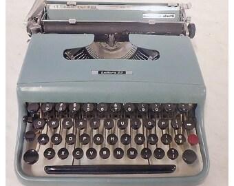 Underwood Olivetti 22 Vintage Typewriter