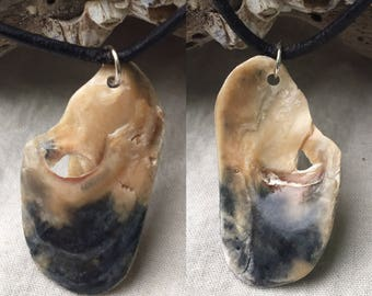 Black and beige seashell remnant pendant necklace (glossy)