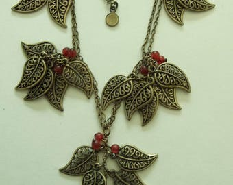 Delicate bronze Leaf Charm Style Necklace
