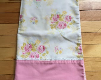 Vintage 1970s White Pink Roses Floral Pillowcase!