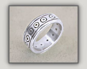 Renowned Designer, Lisa Jenks, Sterling Silver Modernist Yet Tribal Style Ring W Continuous Design of Her Iconic 'Dots'